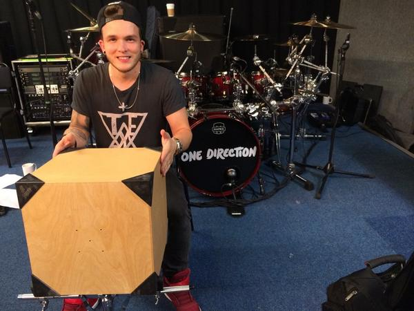 Great to see my pal last night working hard again and putting his own new Dubes through their paces @JoshDevineDrums http://t.co/5bcIEE5WiY