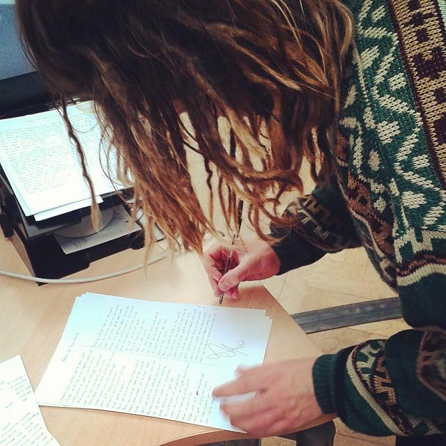 RT @CrownMGMT: .@LukeFriendMusic is signing all his lyric sheets for the winners of the sign up comp! Congrats to those who won! http://t.c…