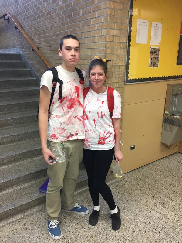 The Halloween version of Valentine's Day! #Zombiecouples pic.twitter.com/11rUBbGnm5