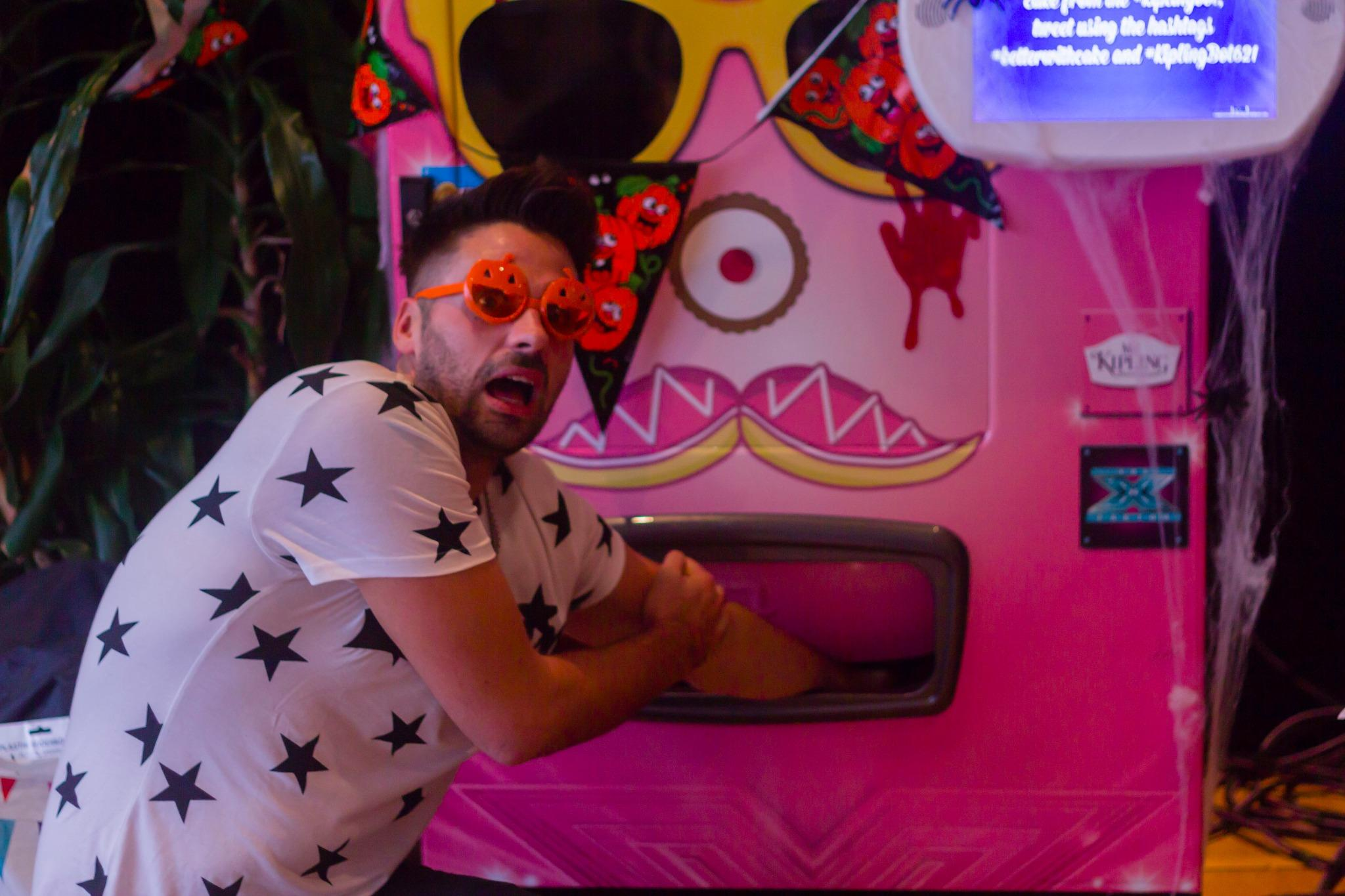Trick or treat is #betterwithcake! What should @Bhaenow get from #kiplingbot? RT = trick, fave = treat #ad http://t.co/6BDJ2PZQwX