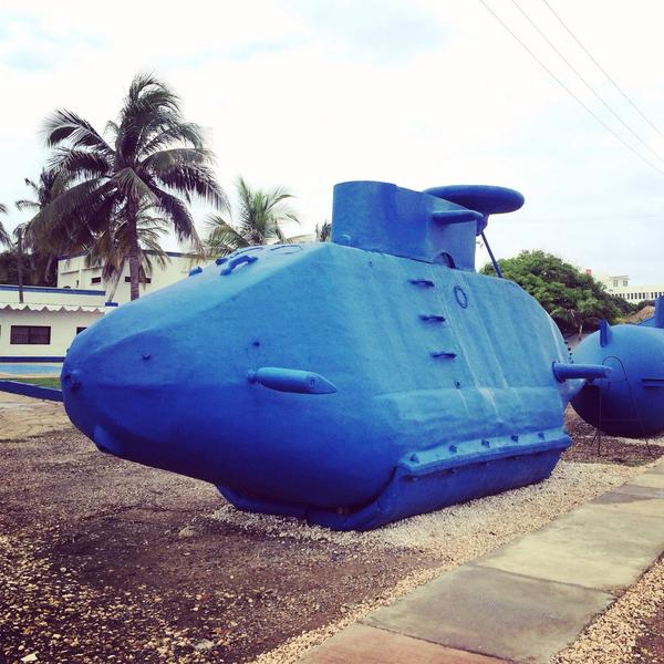 Fibreglass 'homemade' submarines used by the Colombian drug cartels to transport up to 60 million dollars worth a day http://t.co/xCHjpK72g0