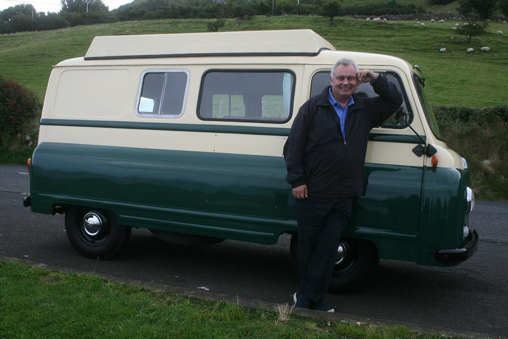 Need to get one of these Morris J vans from @Wheeler_Dealers  @mikebrewer  and @TheEddChina http://t.co/tK81IUF9WQ