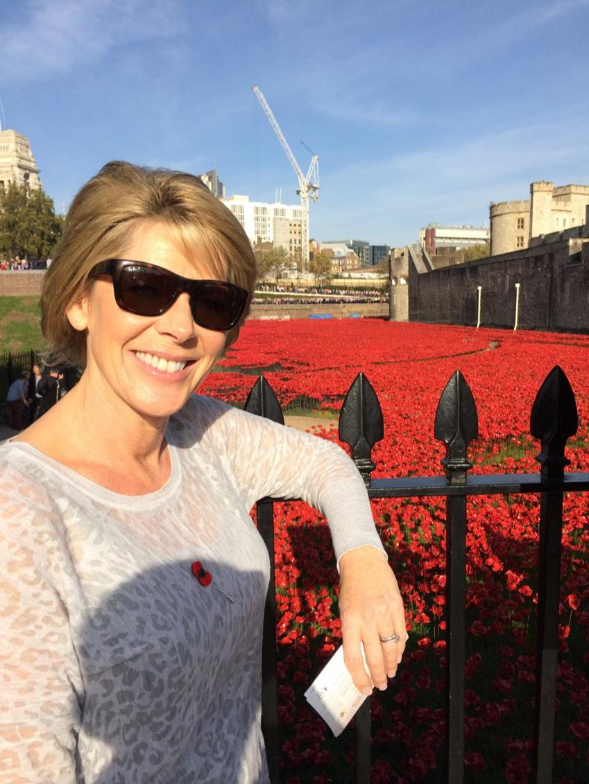Incredible day at Tower of London...sun shone and the poppies are AMAZING. So beautiful & so poignant @HRP_Palaces http://t.co/QdjxqtL7ms