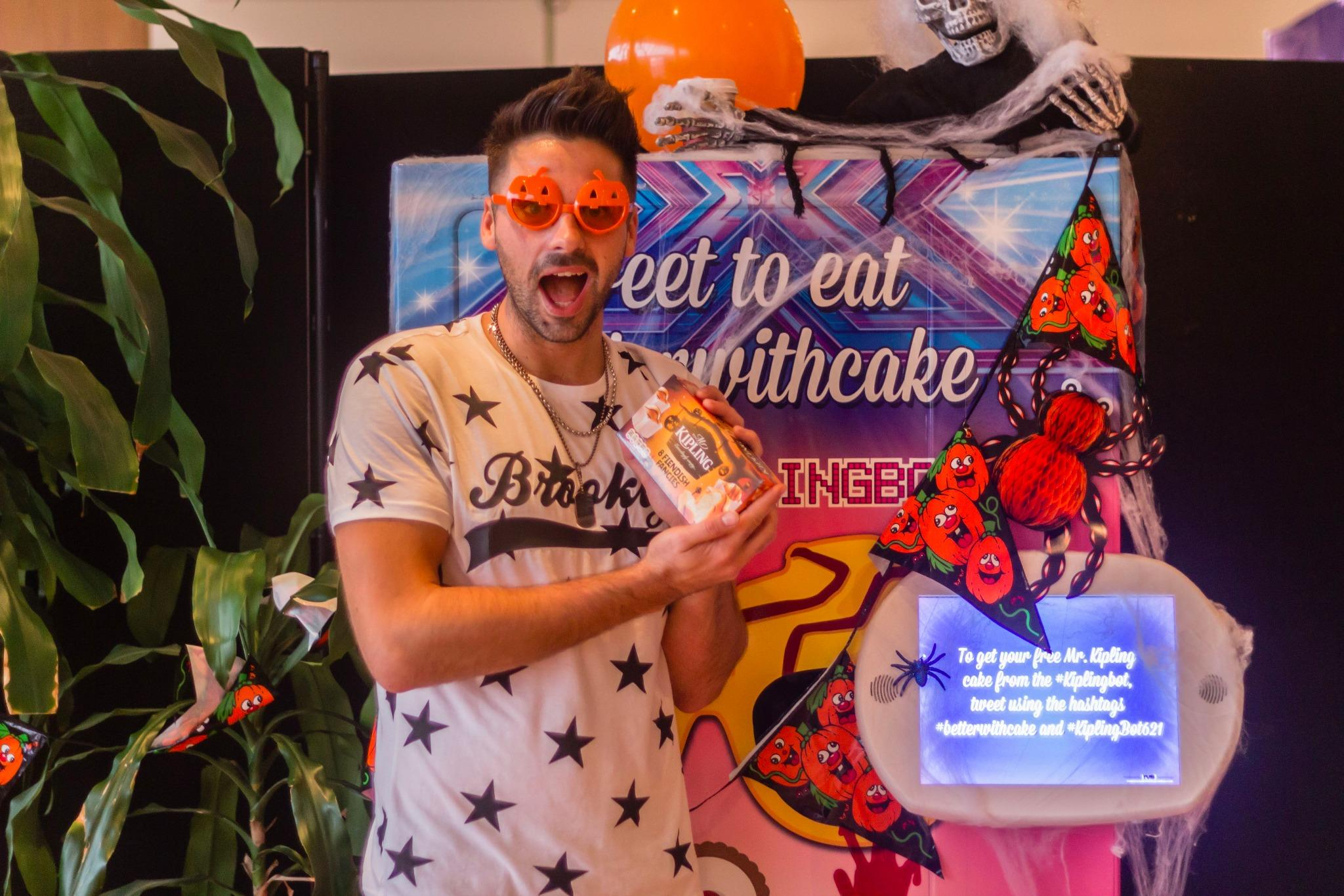 It's a treat! #KiplingBot has surprised @Bhaenow with some super spooky Fiendish Fancies! #ad http://t.co/58ZDpjIAIj