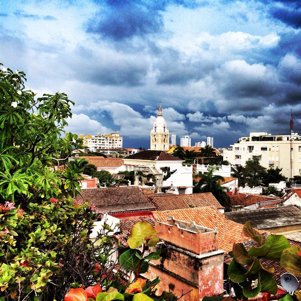 20 mins for lunch, enough time for a quick snap of the beautiful rooftops of #Cartagena #Colombia #Hotelcharleston http://t.co/GM5clCn1zJ