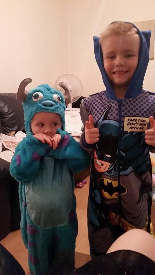RT @dazefc: @AmirKingKhan  my two sons age 2 and 5 http://t.co/UlAFh1vze1