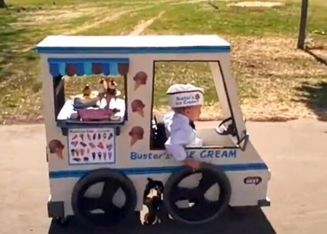 This will never be topped. Dad made ice cream truck Halloween costume for son in wheelchair. Thank you, @RJSzczerba http://t.co/aQVKvcgKbs