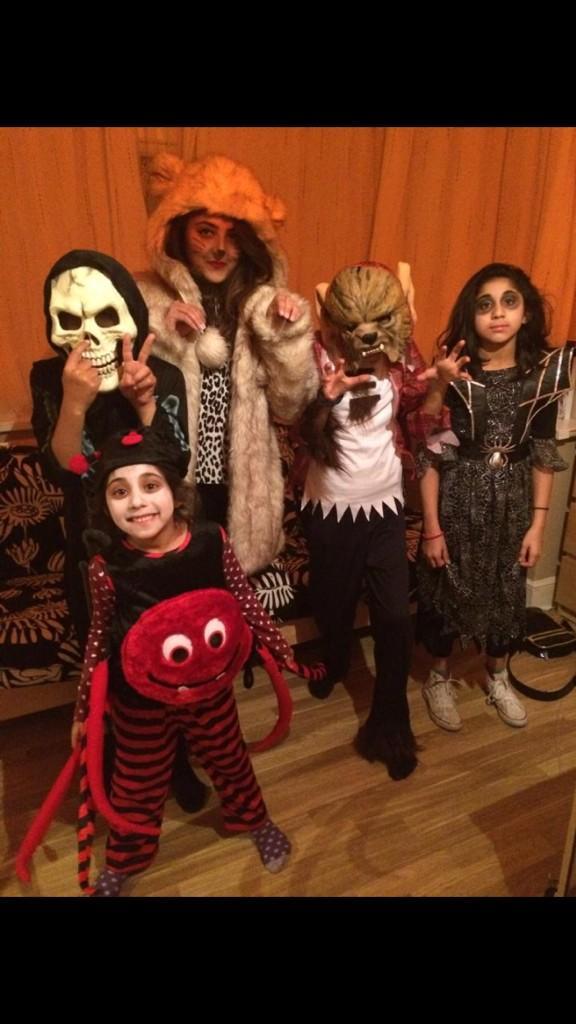 RT @GhazalaGhazala8: @AmirKingKhan #HalloweenCostumes http://t.co/08Z0OEHKR8