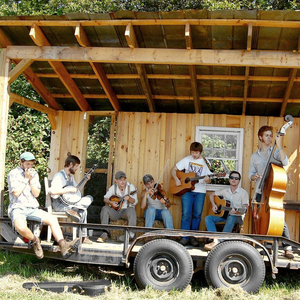 ●ブルーグラス(Bluegrass) - 1945年末アメリカ南部に入植したスコッチ・アイリッシュの伝承音楽から発展。比較的アップテンポ、スコットランドやアイルランドの伝承曲も多い。