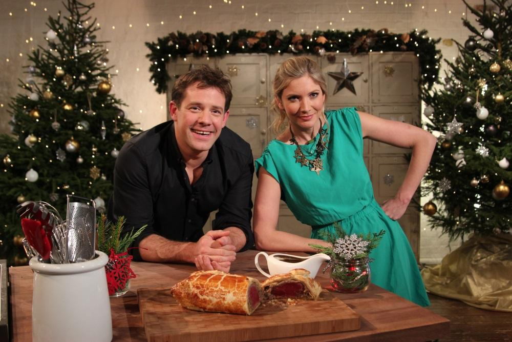 RT @FoodNetwork_UK: We're Cooking Christmas with @lisafaulkner1 and @matttebbutt all morning until 2pm, make sure you tune in! #christmas h…