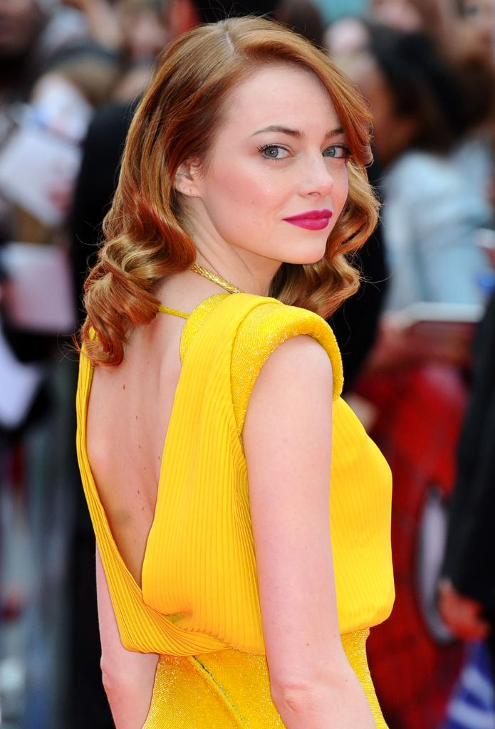 Emma Stone, WHAT is that ring on your finger?? http://t.co/Q5C65mU6MD http://t.co/WOZzjBYtel