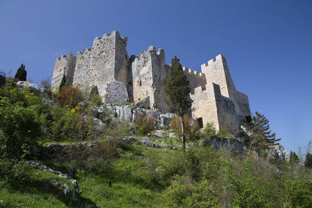 There are around 100 medieval castles and fortresses in #Bosnia-#Herzegovina. Here: #Stjepangrad over #Blagajpic.twitter.com/KuwFXlUqUT