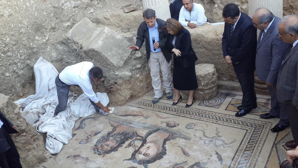 """Binlerce yillik mozaiklerin ustune ayakkabilariyla cikan iktidar... """"@sezercihan20: http://t.co/QYOWAk3Te7"""""""
