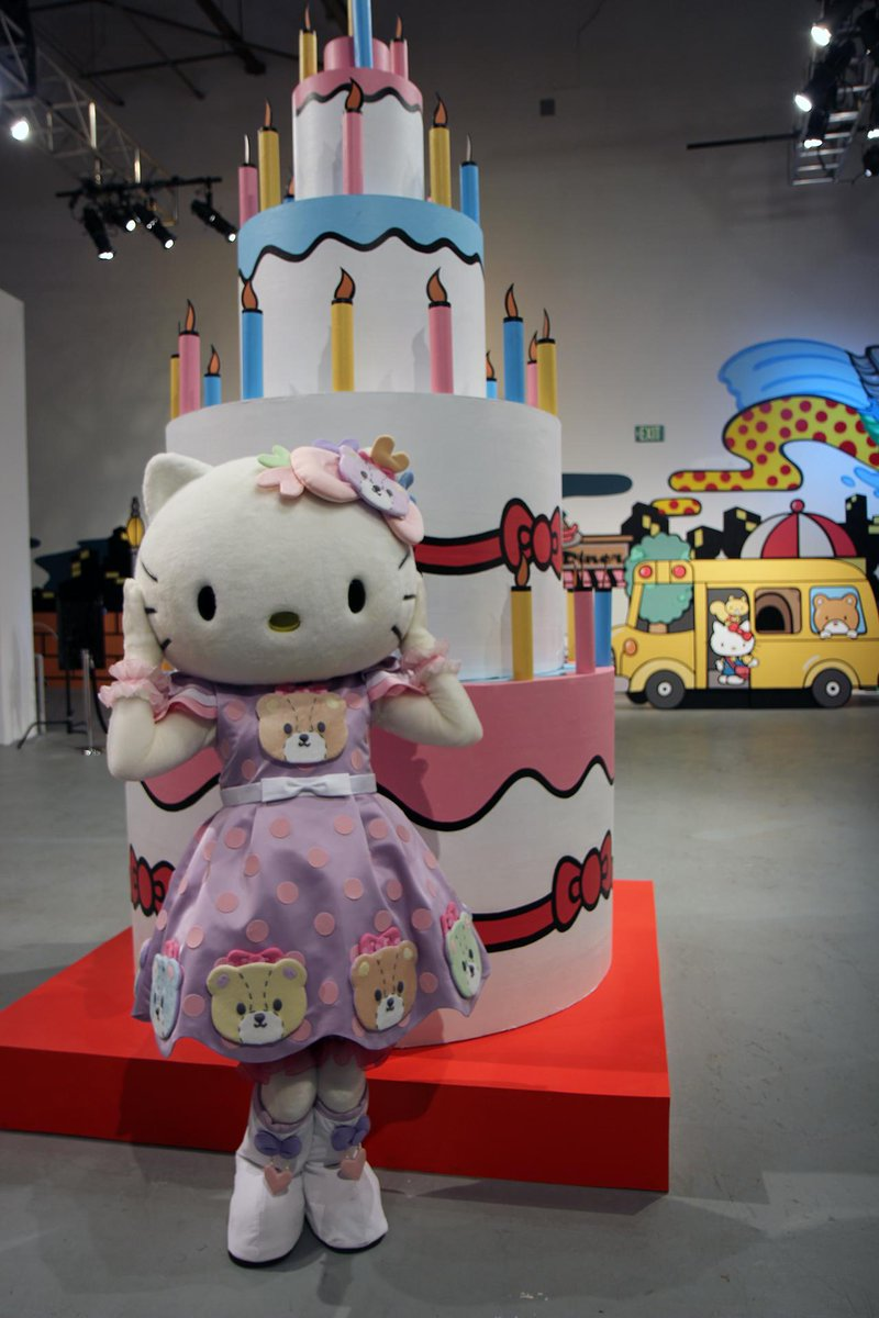 Happy Birthday #HelloKitty! Wish her #HBDHelloKitty! #HelloKittyCon http://t.co/MHpL36ckjk