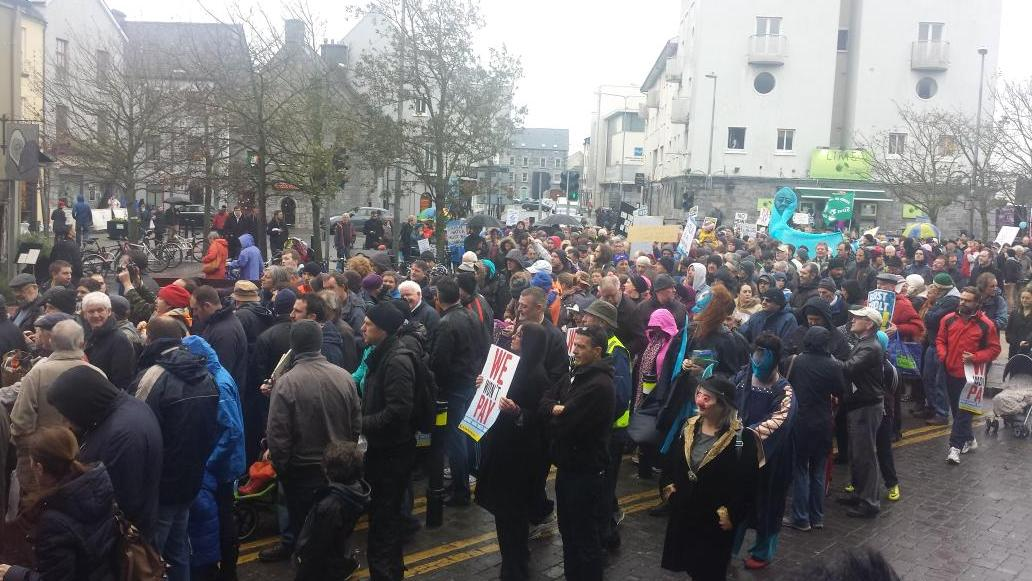 Ireland's Streets Turn to Rivers of People, 1 Million, Wiping Out New Tax on Water #IrishWater  B1XIJkLCcAE6wRW