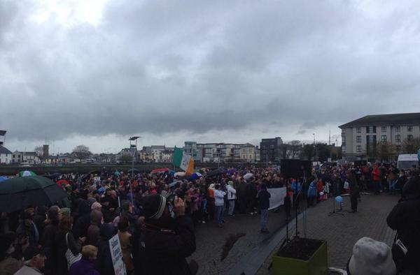 Ireland's Streets Turn to Rivers of People, 1 Million, Wiping Out New Tax on Water #IrishWater  B1XNIf0IcAA8wfy