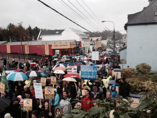 Ireland's Streets Turn to Rivers of People, 1 Million, Wiping Out New Tax on Water #IrishWater  B1XNIq2IMAAYndU