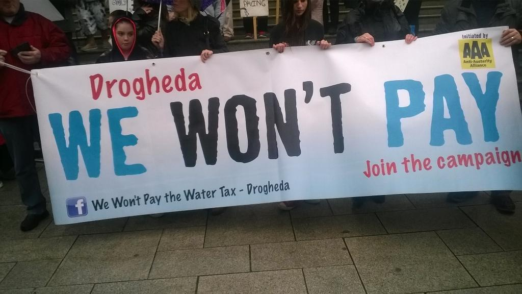 Ireland's Streets Turn to Rivers of People, 1 Million, Wiping Out New Tax on Water #IrishWater  B1XVv5EIUAAD0kI