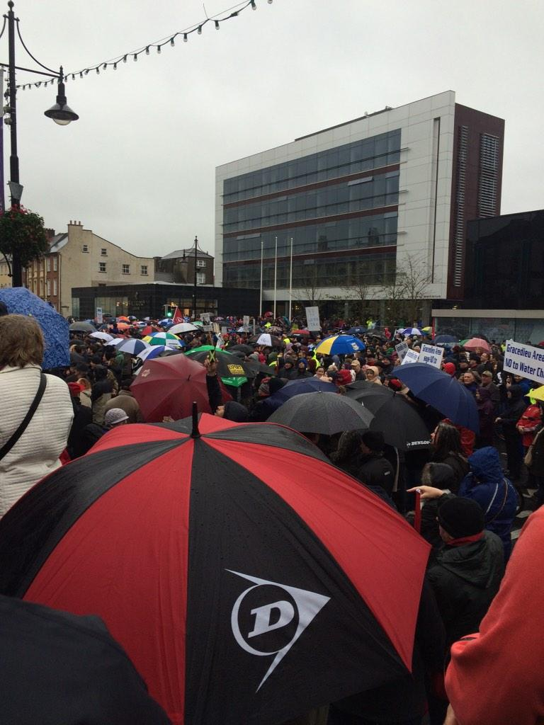 Ireland's Streets Turn to Rivers of People, 1 Million, Wiping Out New Tax on Water #IrishWater  B1XXRFlCQAAUY9J
