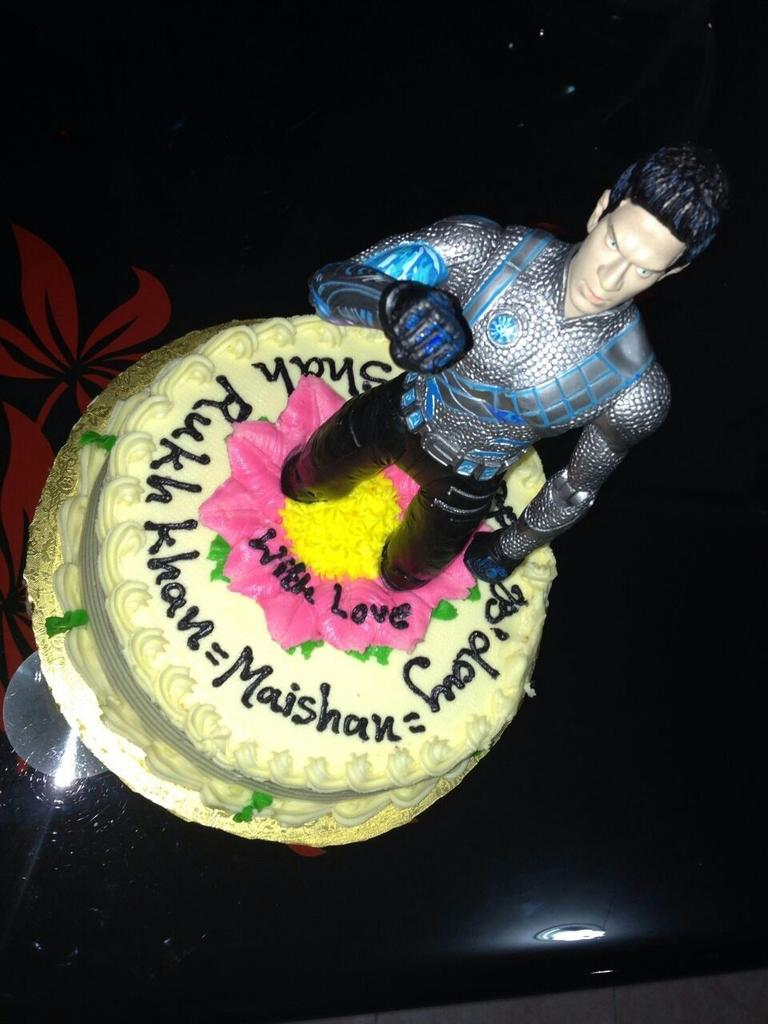 SRK Universe on Twitter Another personal cake made by Maishaan