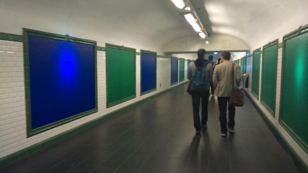 Laul RT @naglaglasson: Ils ont activé AdBlock dans le métro. http://t.co/r9ffBR1Spo