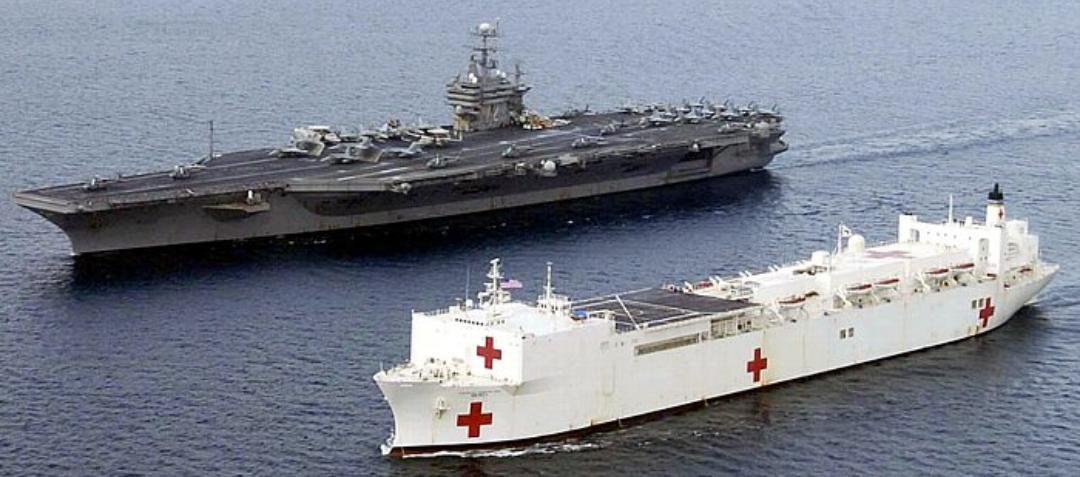 アメリカ海軍のマーシー級病院船、デケェ!ちなみに手術室は12室、レントゲン8室、集中治療設備80床、医療関係者1000人乗り込んで、その上で1000人の治療が必要な人を受け入れ可能、まさに洋上の大型病院 pic.twitter.com/f8zJ1HeBgk