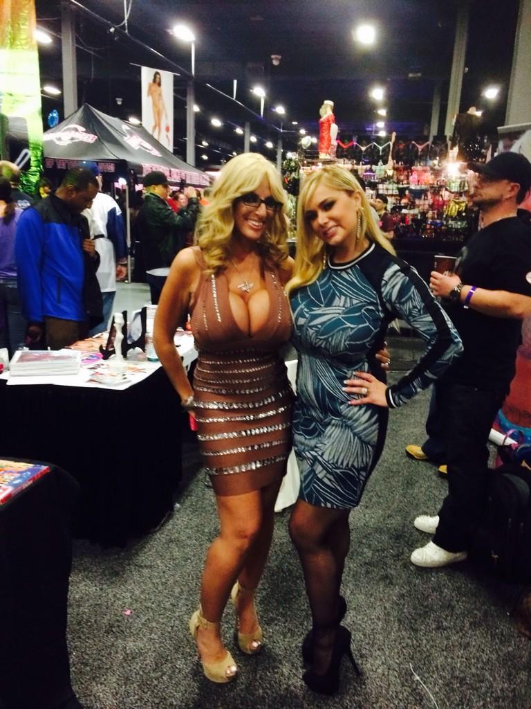 Hot Ass Moms In Skirt Galery
