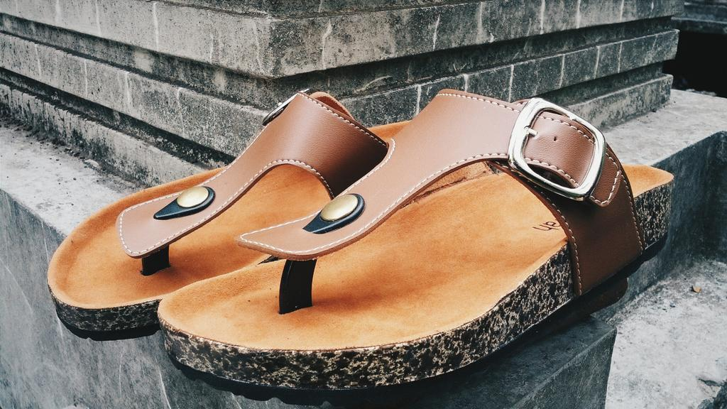 READY STOCK • Leather Clip Sandal (brown) | IDR 129.000 size: 37-40 order & info: Whatsapp 085720037712 http://t.co/C6lB3NceTy