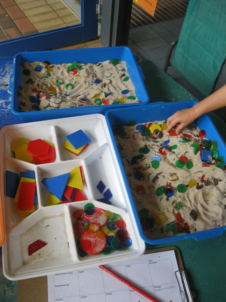 #aussieED Maths in Kindy - sand box, shapes, colours, sorting, discussion, questions, justifications, problem solving http://t.co/z6hc97g57y