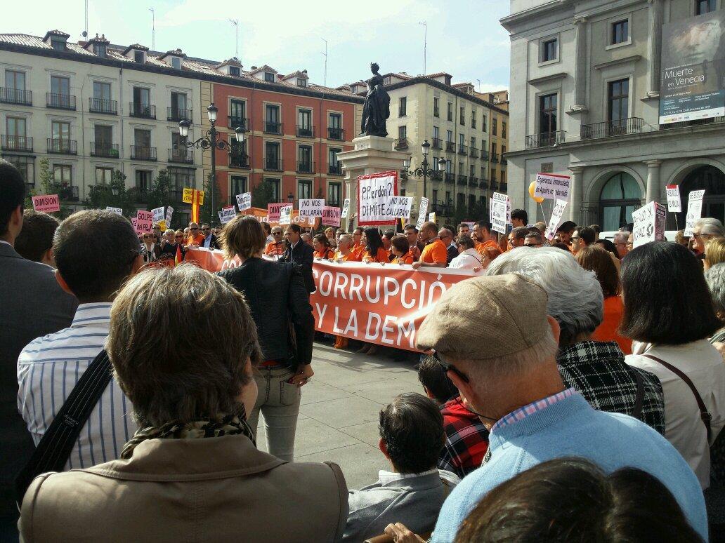 Concentracion de Ciudadanos en Madrid contra la corrupcion el inmovilismo y la demagogia http://t.co/MyWzHveDaK