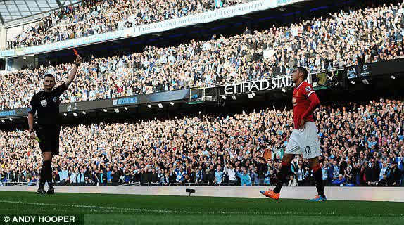 FT . City 1-0 United . Stupid red card changed it all #MCIMU <br>http://pic.twitter.com/Tgo9gmn7Um