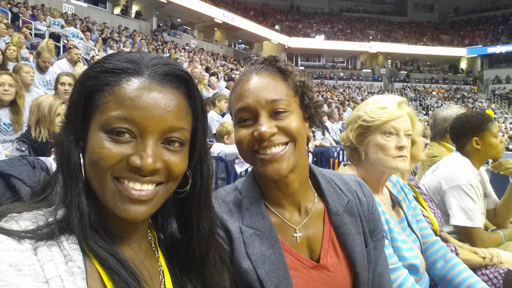 #LaurenHill22 we r here to support you today. #ThePowerOfOne has become a movement for many. @Catchin24 @patsummitt http://t.co/JtURFVsNdT
