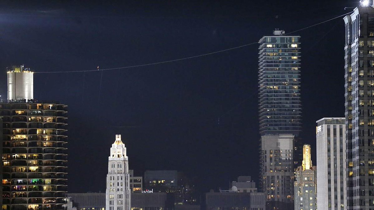 #NikWallenda spent 7+ min. on high wires above Chicago, without a safety net: http://t.co/XTBYXbIHGg #SkyscraperLive http://t.co/Xw1TnpXaRB