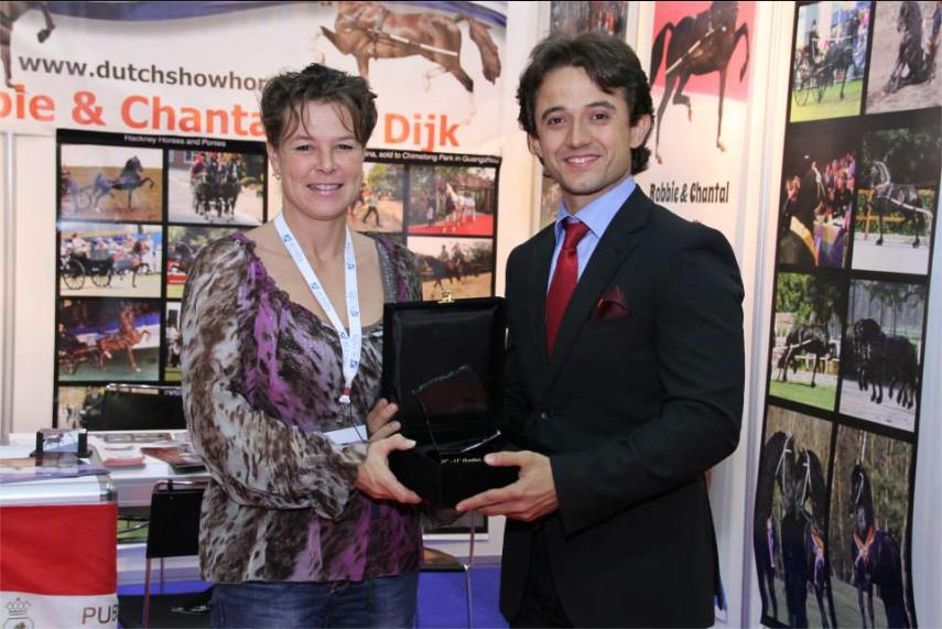 #VDLStud #Chantalvandijk #dubaialfares #horseshow #Hollandpromotion #horses http://t.co/Nl4rUKcGtf