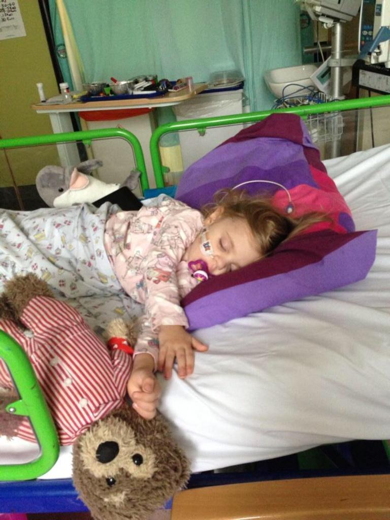 RT @tidyuptina: @SamanthaFaiers PlseRT(not fav)4Sienna @sarahhancoxuk raising funds2beat canceraged3 #donate http://t.co/dx25QoY2KZ http://…