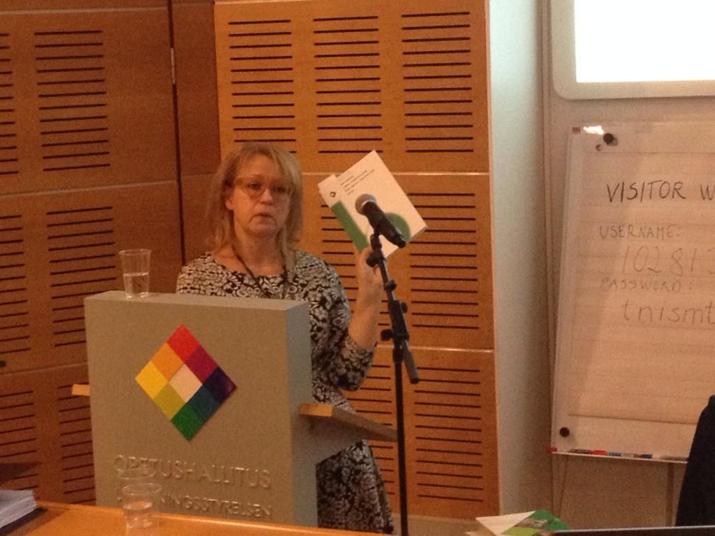#Finlandia tamaño del curriculum Nacional q incluye toda básica y todas las materias (1/40 del largo del chileno) http://t.co/qi6DXT0pwZ