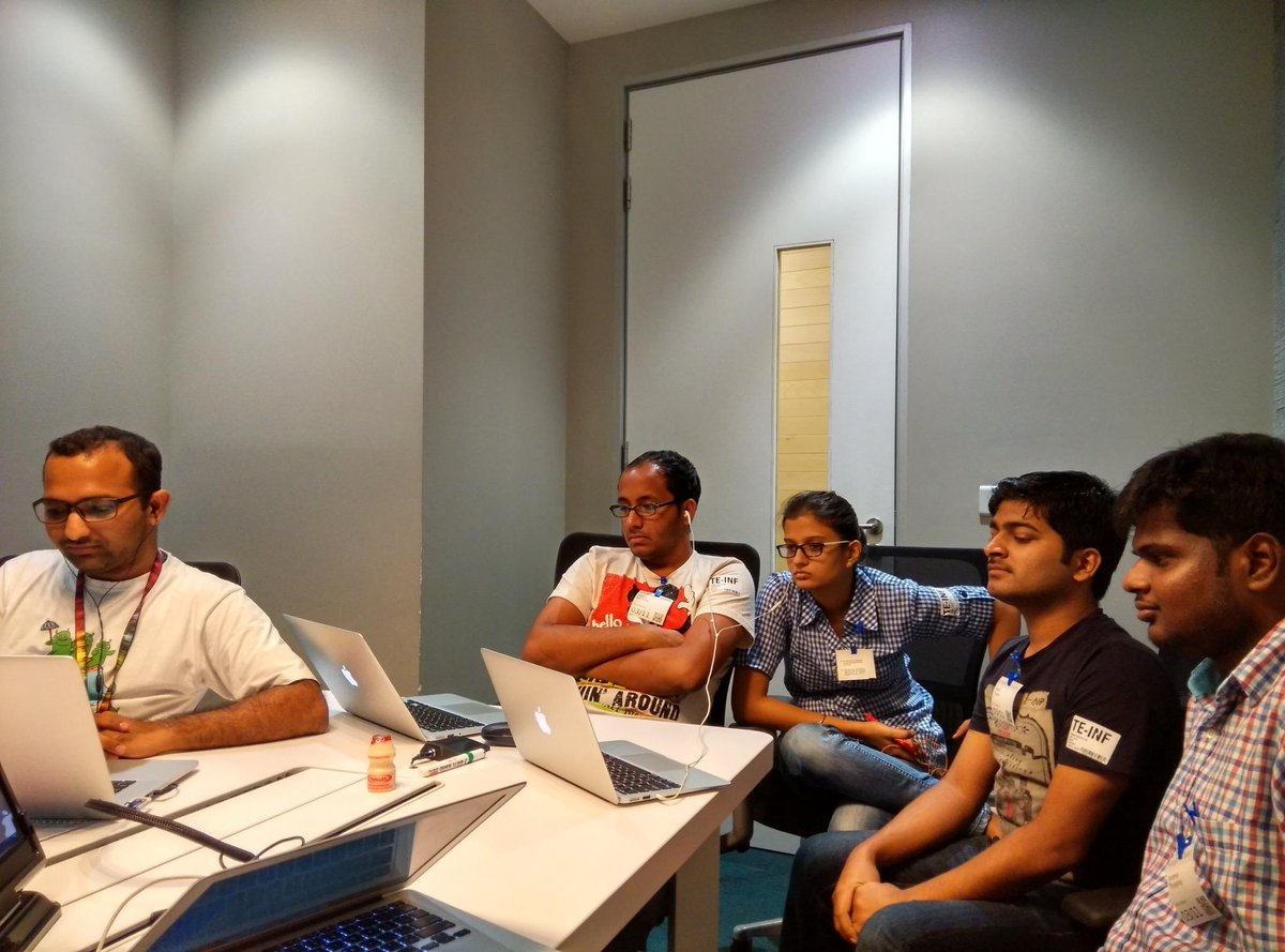 Team Mirage @ Bangalore one of the top 3 #app Kahani @SuhairK @READ_Alliance #apps4reading http://t.co/l0vsBV3D3v