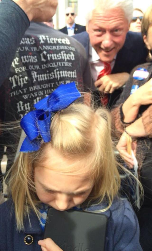 President #BillClinton photobombs a sad little girl in his greatest campaign moment yet http://t.co/1pzMSNmcFg http://t.co/VeXTUBMMYV