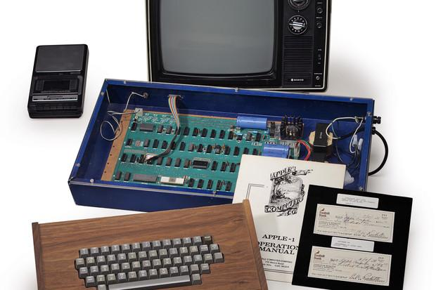 Christie's to auction vintage Apple-1 sold out of Jobs' garage. http://t.co/jHfNxhBs0o http://t.co/Do8lD6dxNg