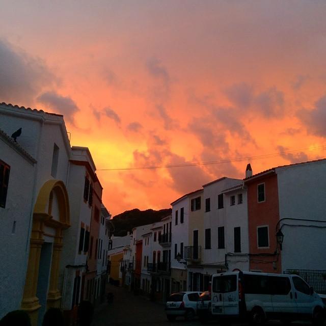Ara mateix a #ferreries el cel estava així de polit #menorca http://t.co/nE2r2UJ4zZ http://t.co/Gq79UZXmDZ