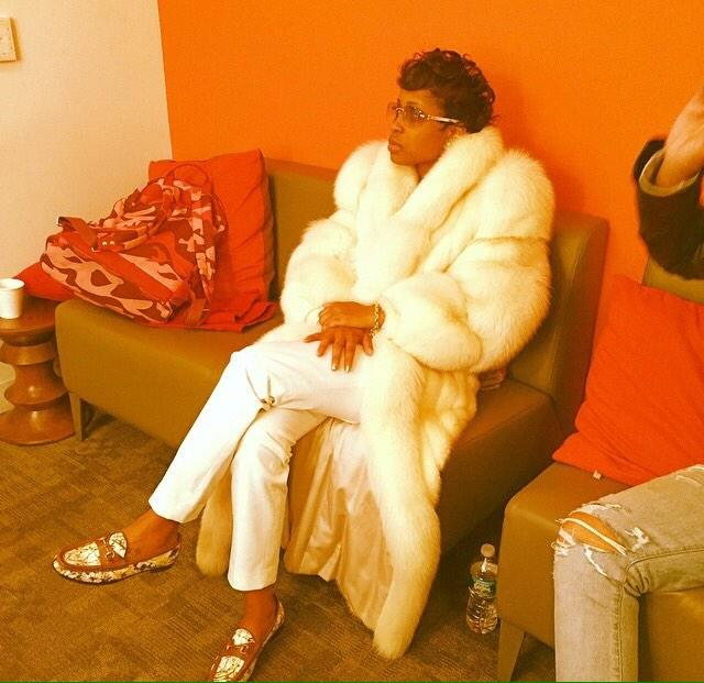 When the school send you home early and ya moms in the office waiting. http://t.co/Fq5sdAyS8O