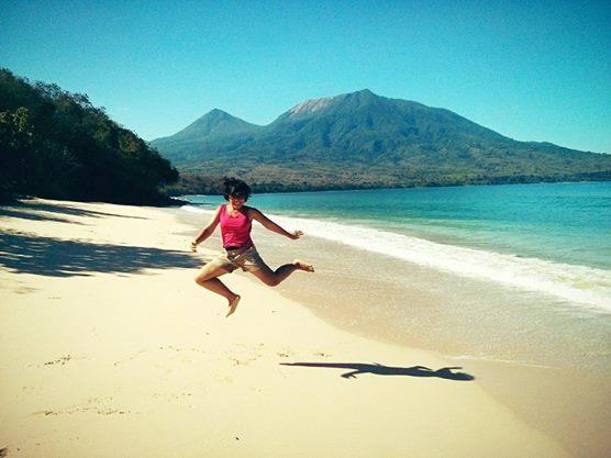 Suka laut, karena setelah main di pantai bisa nyebur, ketemu sama manta ray & penyu di laut! @TetraPak_ID #GunungLaut http://t.co/pjdubjafpB