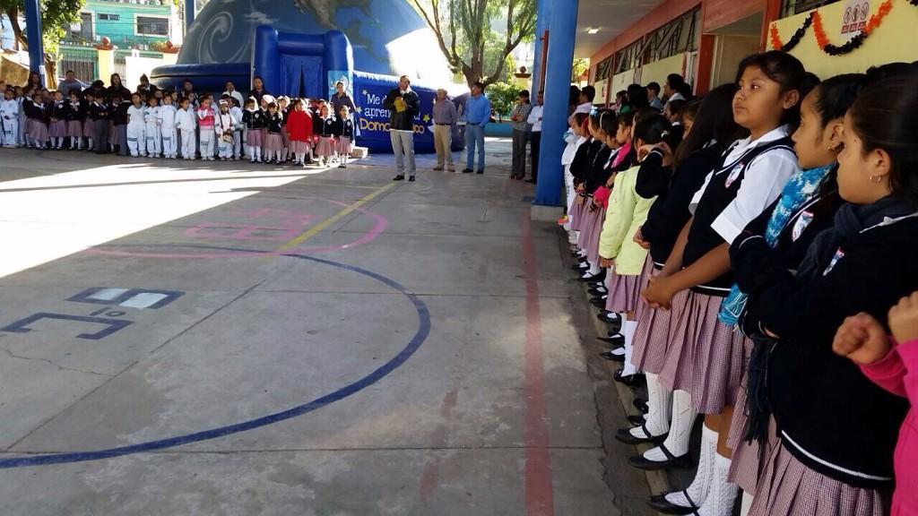 Hoy acompañé al #PlanetarioMóvil a la primaria 'Héroes de Nacozari'. http://t.co/jFBk9M54nC