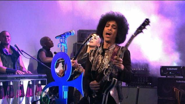 #Prince performs surprise show at Massey Hall tonight @3RDEYEGIRL Wrist Bands going for $10 GOTTA GO! BYE! http://t.co/404bQqXtSr