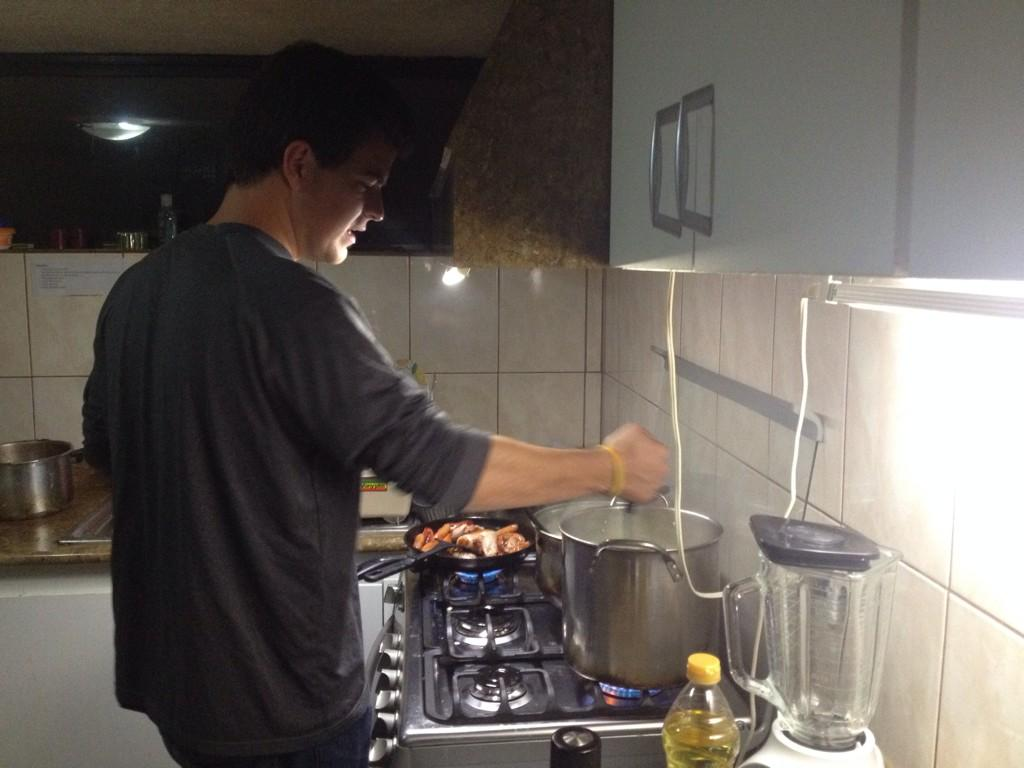 Evan cooking dinner: every night we share dinner together as a Manna family  #dayinthelife #mpiecuador @mannaproject http://t.co/z6nUpa0HFN