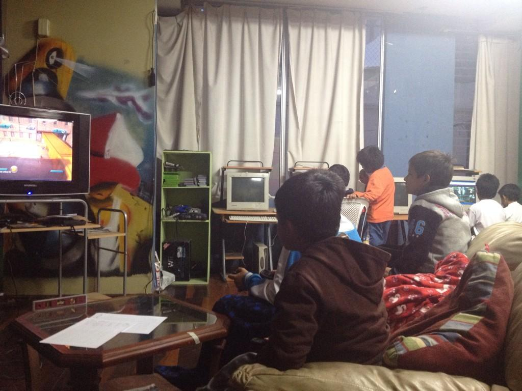 hanging out with the teens in our teen center, learning how to play Wii #dayinthelife #mpiecuador @mannaproject http://t.co/gtnWEXgBFS