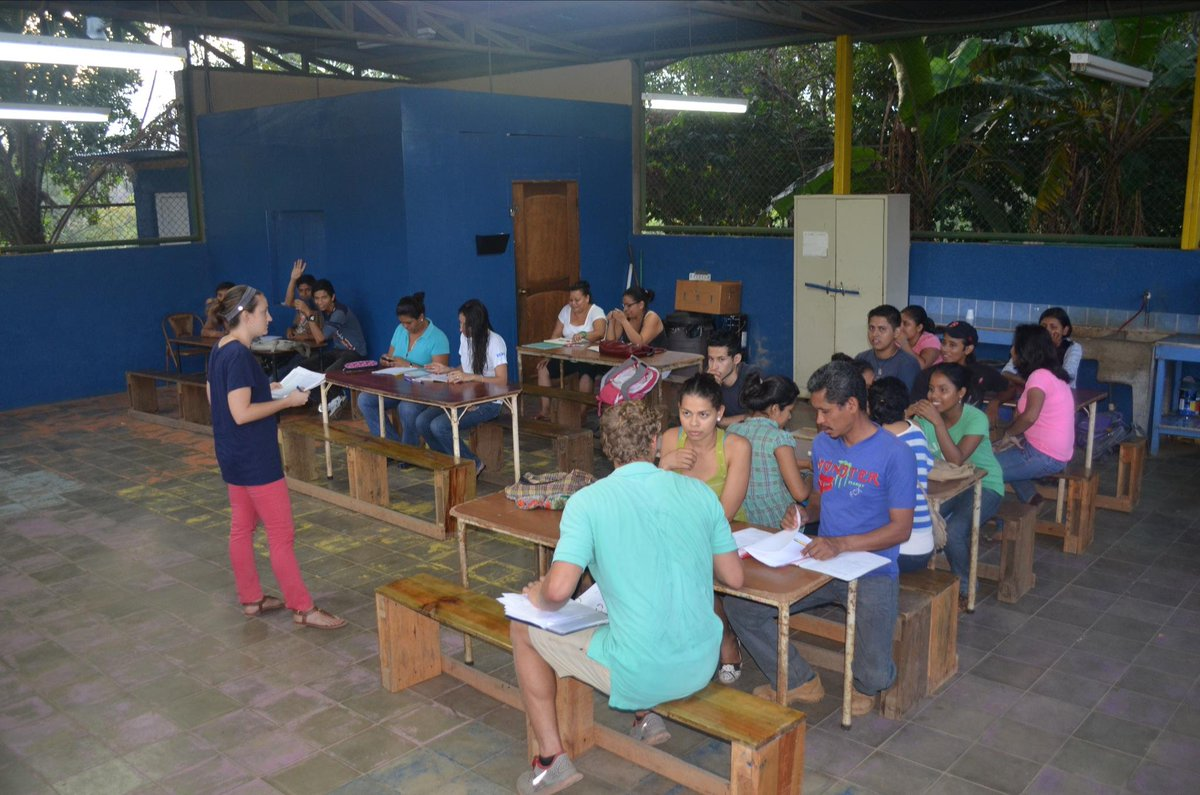 Profe Katy teaching the last program of the day - English Class! #mpinicaragua   #dayinthelife @mannaproject http://t.co/k9fUxvsq1D