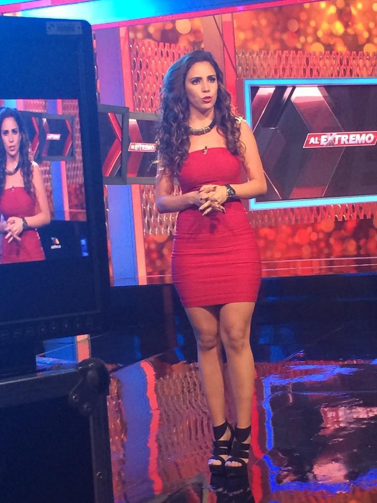 Justo ahora @LizLombo en los espectáculos de @Al_Extremo sólo por @AztecaUS 9-8c http://t.co/QNa8DAmgLJ
