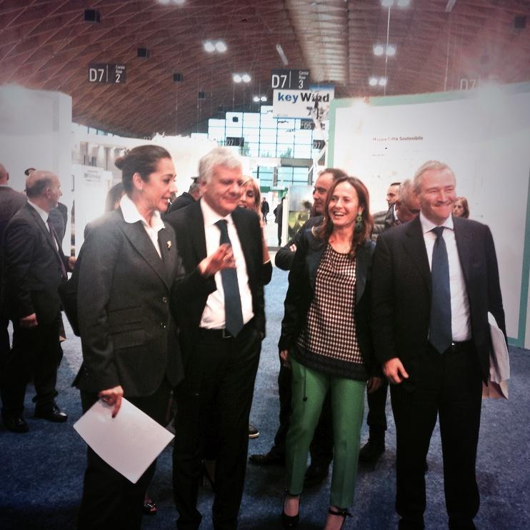 Il Ministro @glgalletti in visita a @Citta_Sostenib #ecomondo @Ecomondo http://t.co/wSoovdGqz7