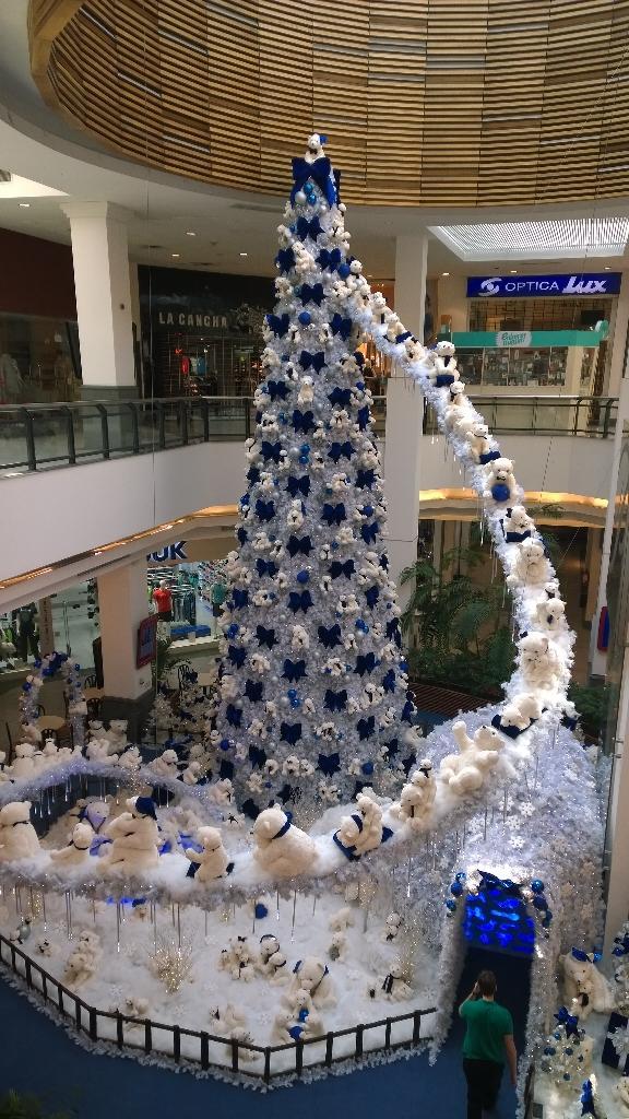 Navidad en Portones Shopping. Con nieve, osos polares y todo lo que nos caracteriza http://t.co/MTO5QahV6w